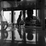 Metalul Roşu, laboratory