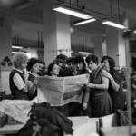 reading the newspaper, Flacăra